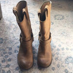 Size 8 1/2 Tan Frye boots